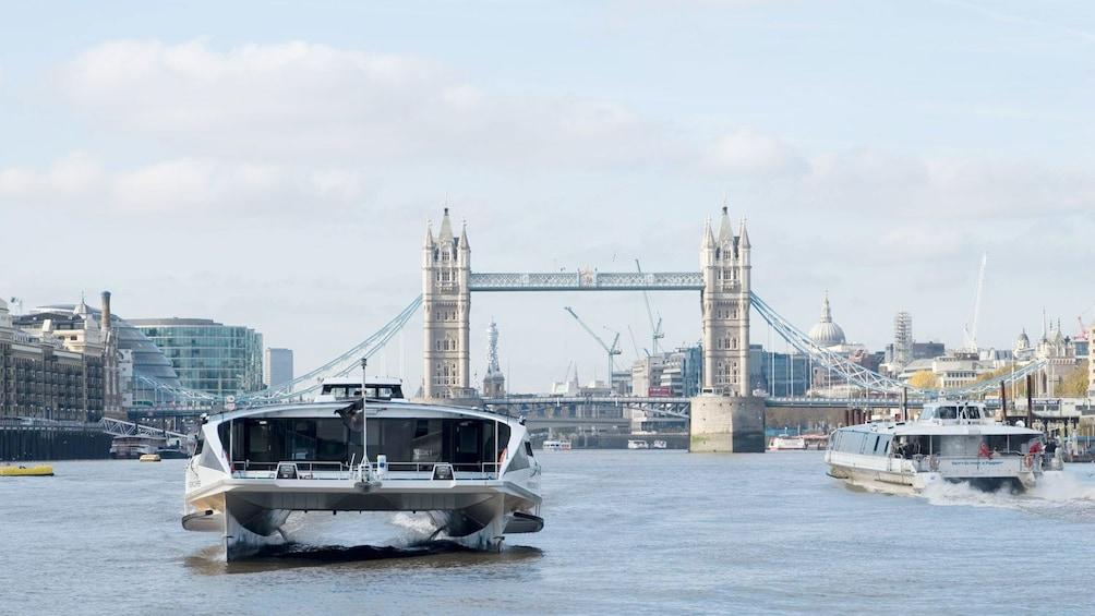 Apri foto 9 di 9. passenger ferries on London Harbor in London
