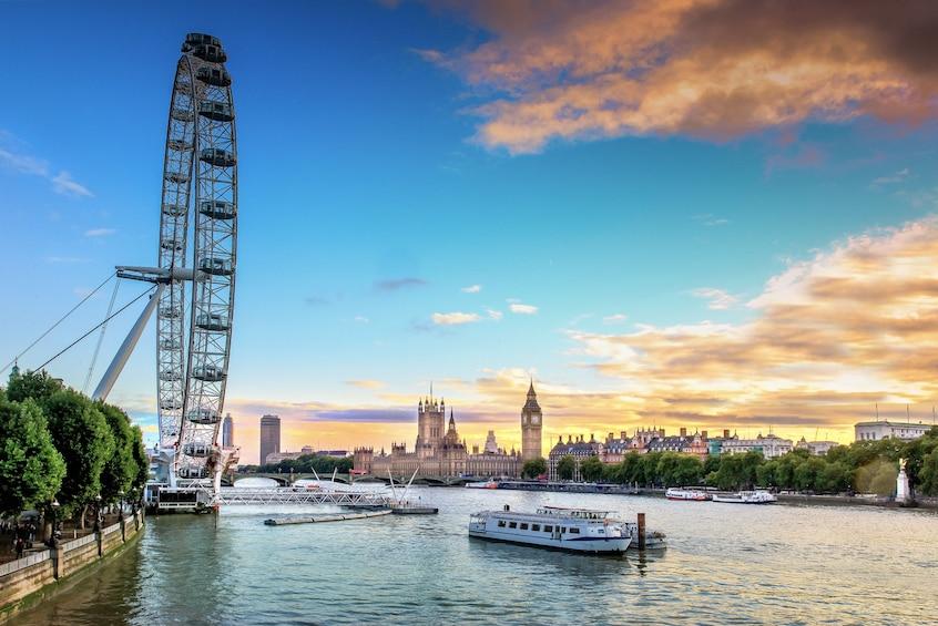 Apri foto 1 di 9. Total London Tour with London Eye, Tower of London & Lunch