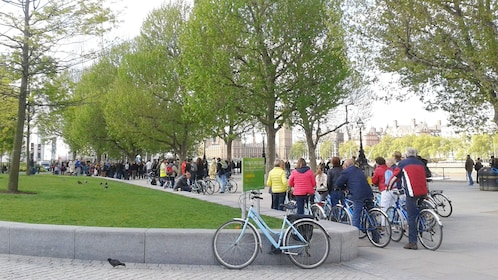 Group biking tour in London