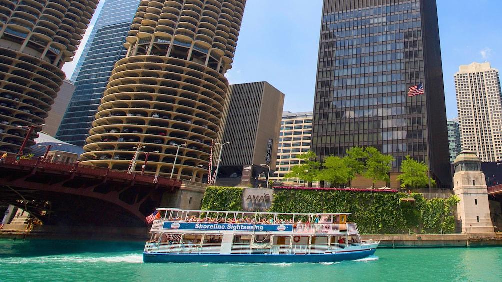 Shoreline Sighseeing cruise of Chicago