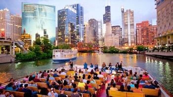 Tour arquitectónico por el río desde Navy Pier