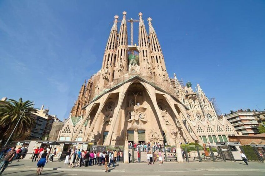 Barcelona and Montserrat: skip-the-lines, small-group, pickup dropoff included