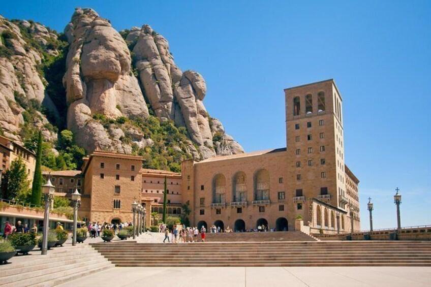 Barcelona and Montserrat tour: skip-the-line at Park Güell & enjoy direct pickup