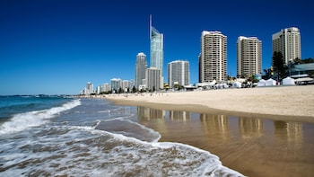 Gold Coast City Sights with Crab Catch Cruise from Brisbane