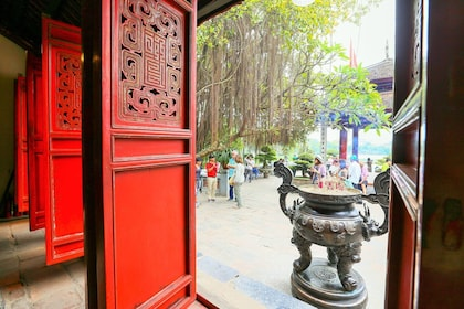 18. Beautiful temple at heart of Hanoi_preview.jpeg
