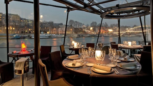 dinner cruise in paris