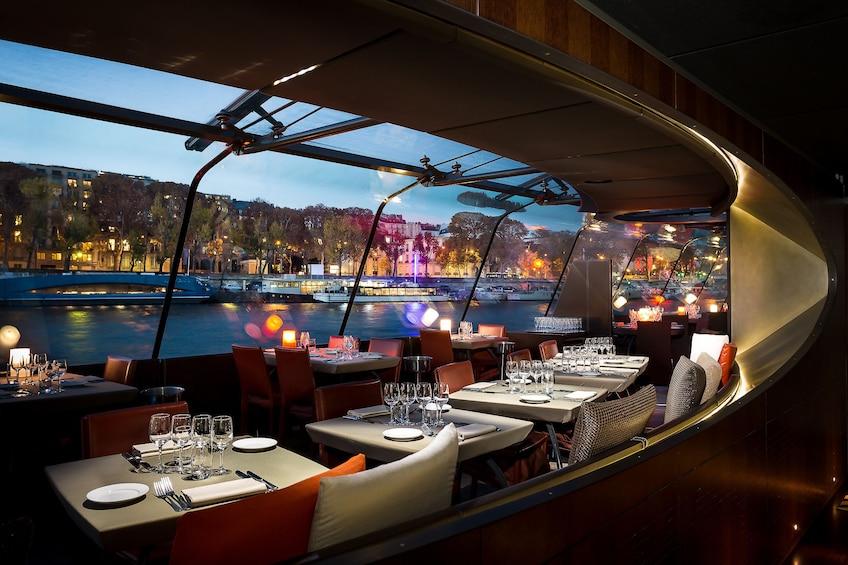 Åpne bilde 1 av 10. Dinner Cruise on the Seine River