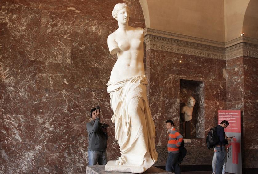 Ver elemento 4 de 10. Louvre Semi Private: Comprehensive tour with Skip the line