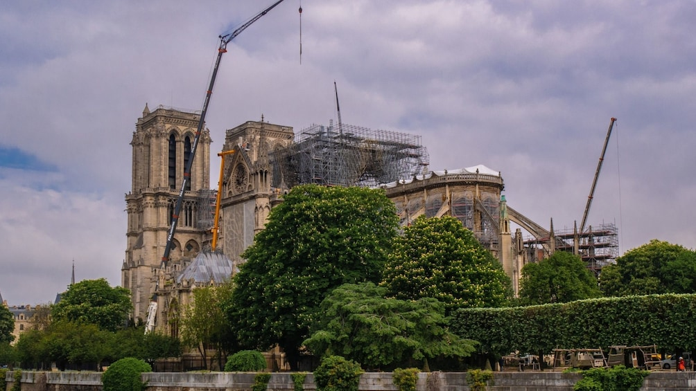 Notre Dame Island & Medieval Paris Small Group Tour