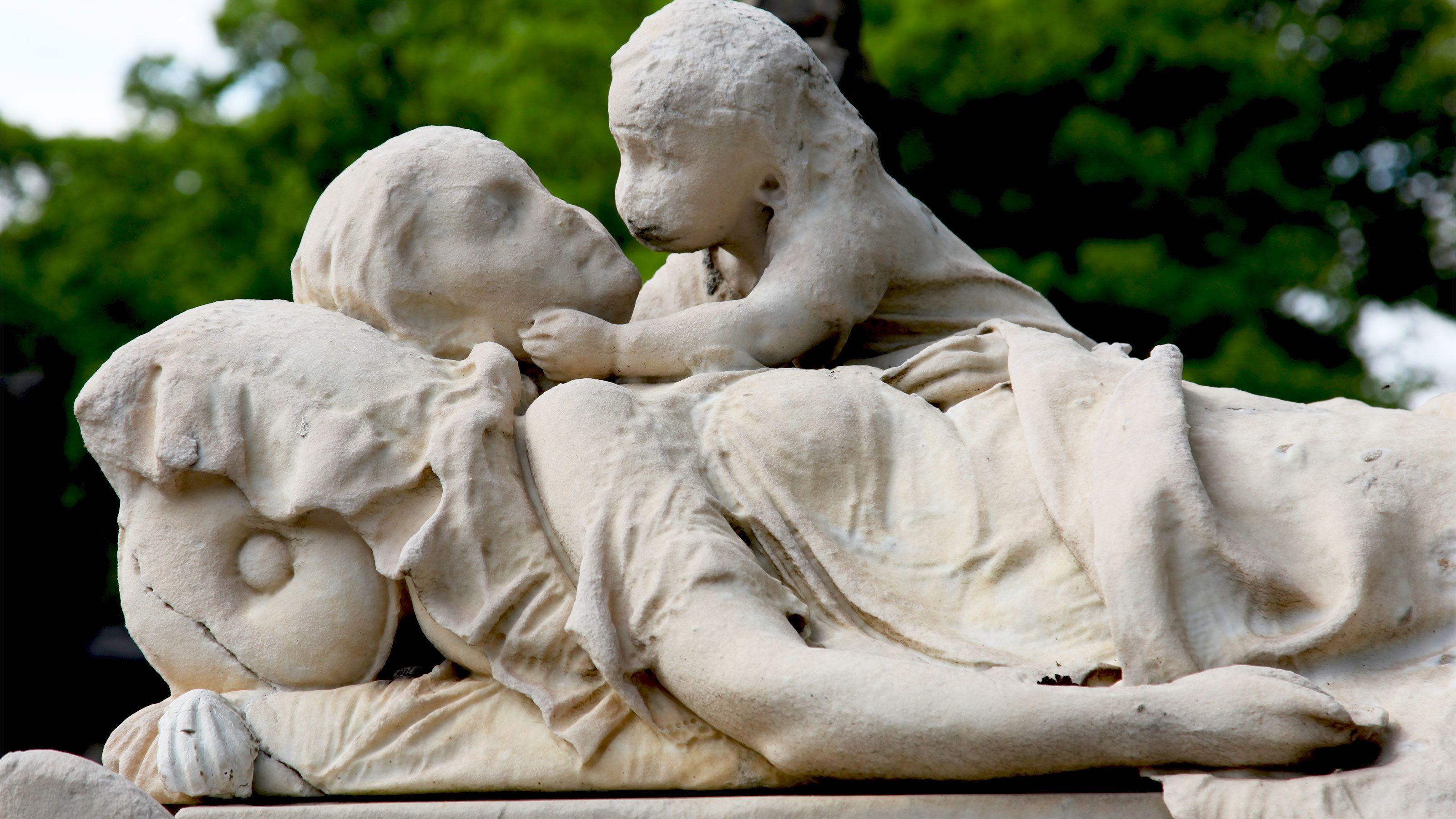 Mother and child gravestone in Paris.