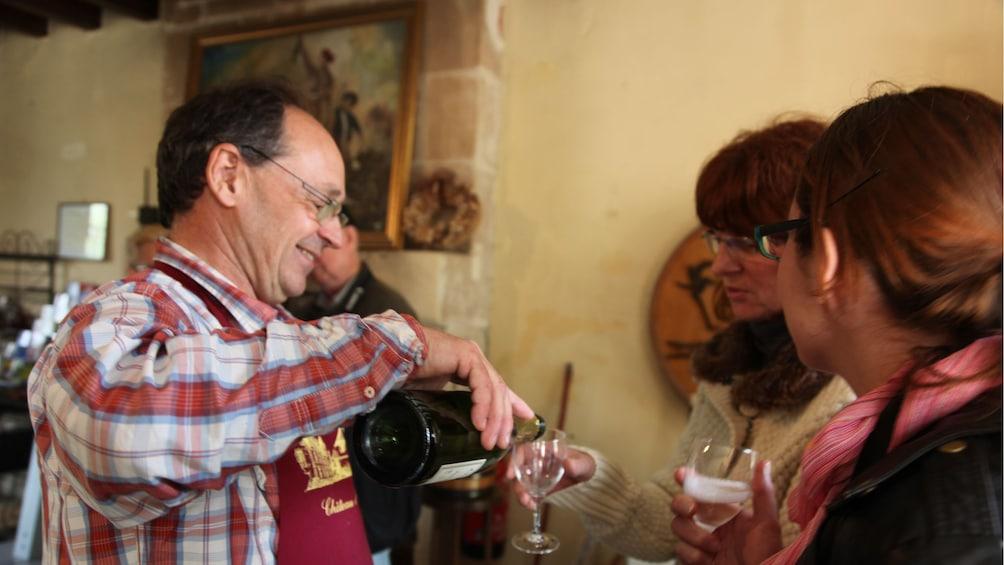 Cargar ítem 3 de 10. Wine tasting in France