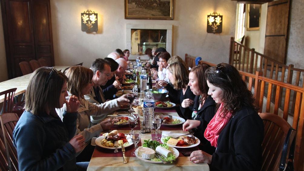 Cargar ítem 5 de 10. Fairytale Loire Castles, Wine Tasting & Lunch: Full-Day Trip