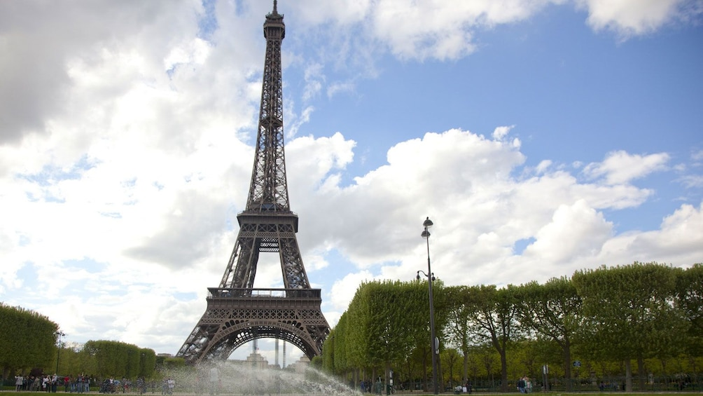 Show item 3 of 10. The Eiffel tower in Paris.