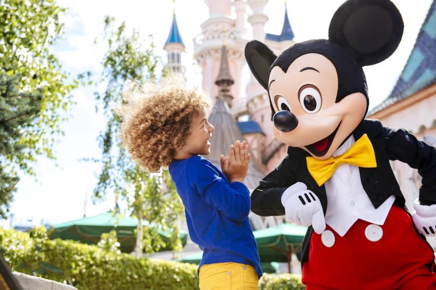 Lataa valokuva 1 kautta 8. Disneyland® Paris Tickets