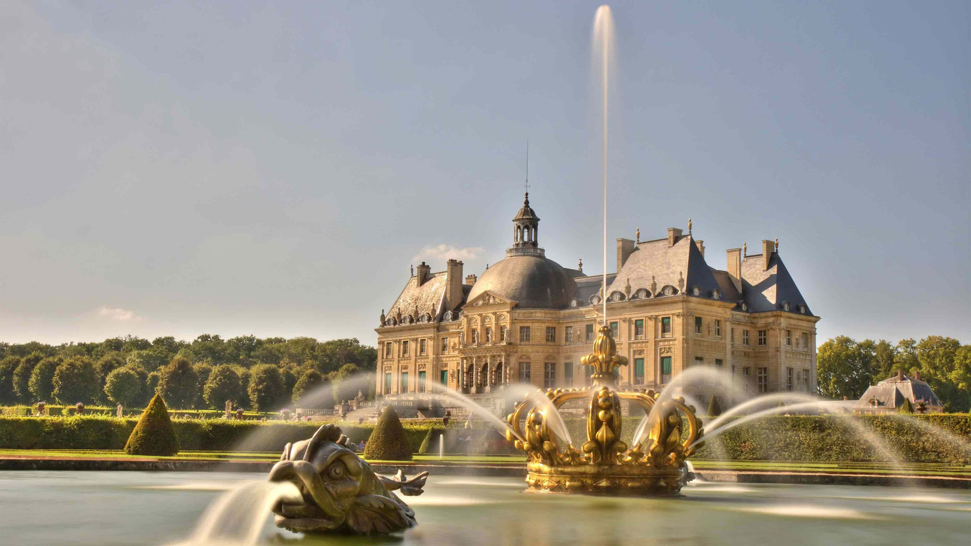 View of Vaux Le Vicomte from its garden.