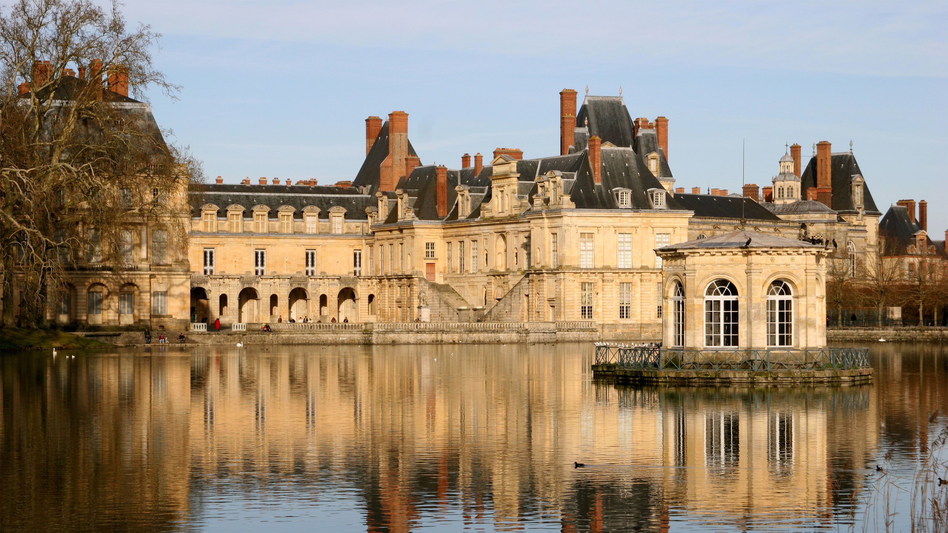 View of chateau Fontainebleau.