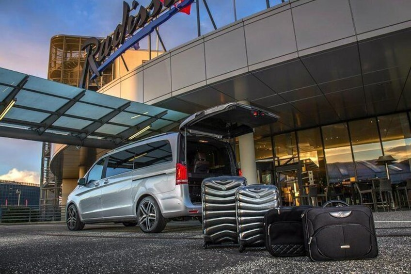 Glasgow to Dundee Luxury Transfer with Scottish Driver