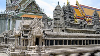 แสดงภาพที่ 3 จาก 6 The pagodas of a temple in bangkok