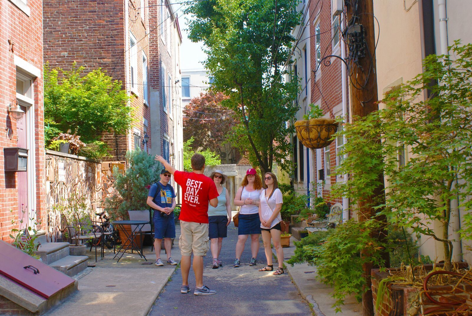 Tour guide with group in Philadelphia