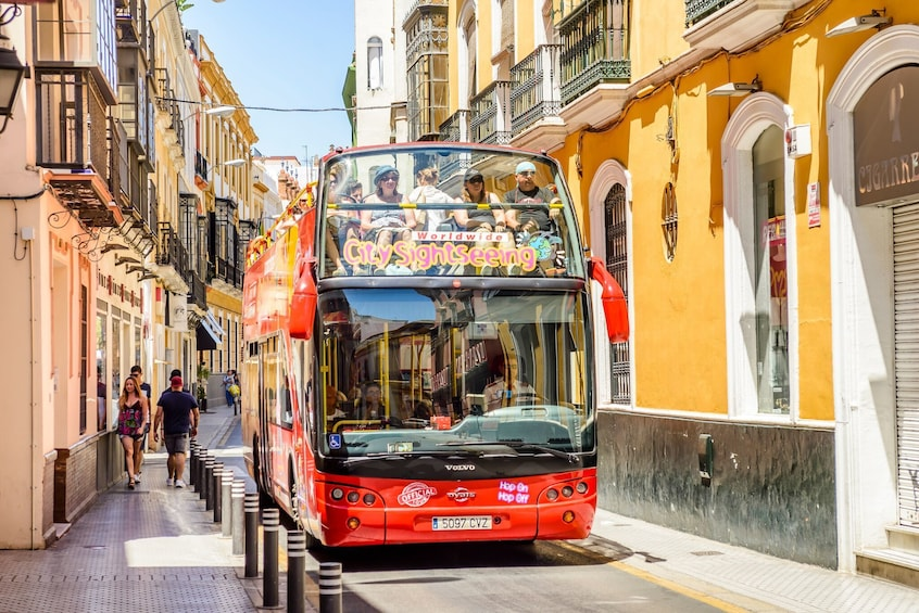 Foto 3 von 10 laden Seville Hop-On Hop-Off Bus Tour