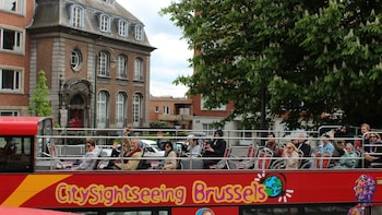 Foto 10 van 10. View of the top deck of a double decker bus making a tour of Brussels