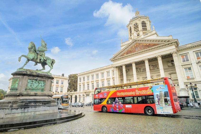 Foto 1 van 10. Brussels Hop-On Hop-Off Bus Tour