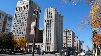 Small-Group Detroit's Rise, Fall & Renewal Tour