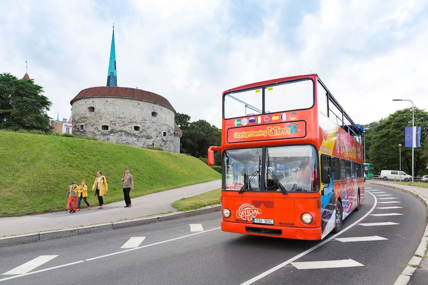 Foto 10 von 10 laden Tallinn Hop-On Hop-Off Bus Tour