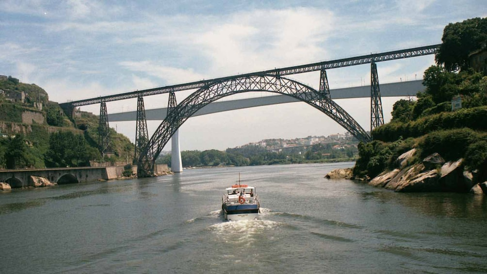 Åpne bilde 4 av 8. Enjoy scenic views around the coastal town of Porto