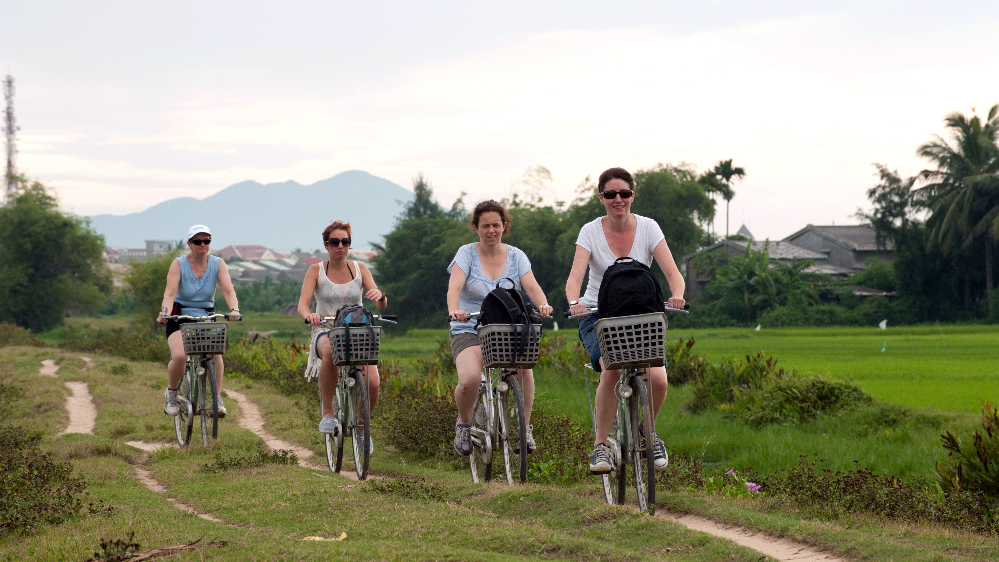Small-Group Hoi An Boat & Bike Tour with Dinner
