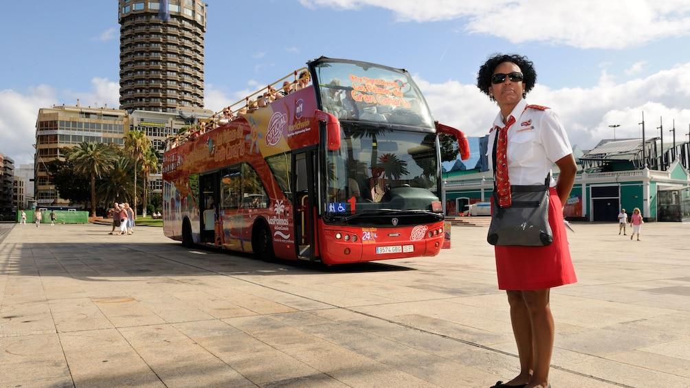 Lataa valokuva 5 kautta 5. tour bus in spain