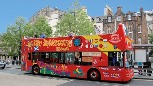 tour bus in Edinburgh