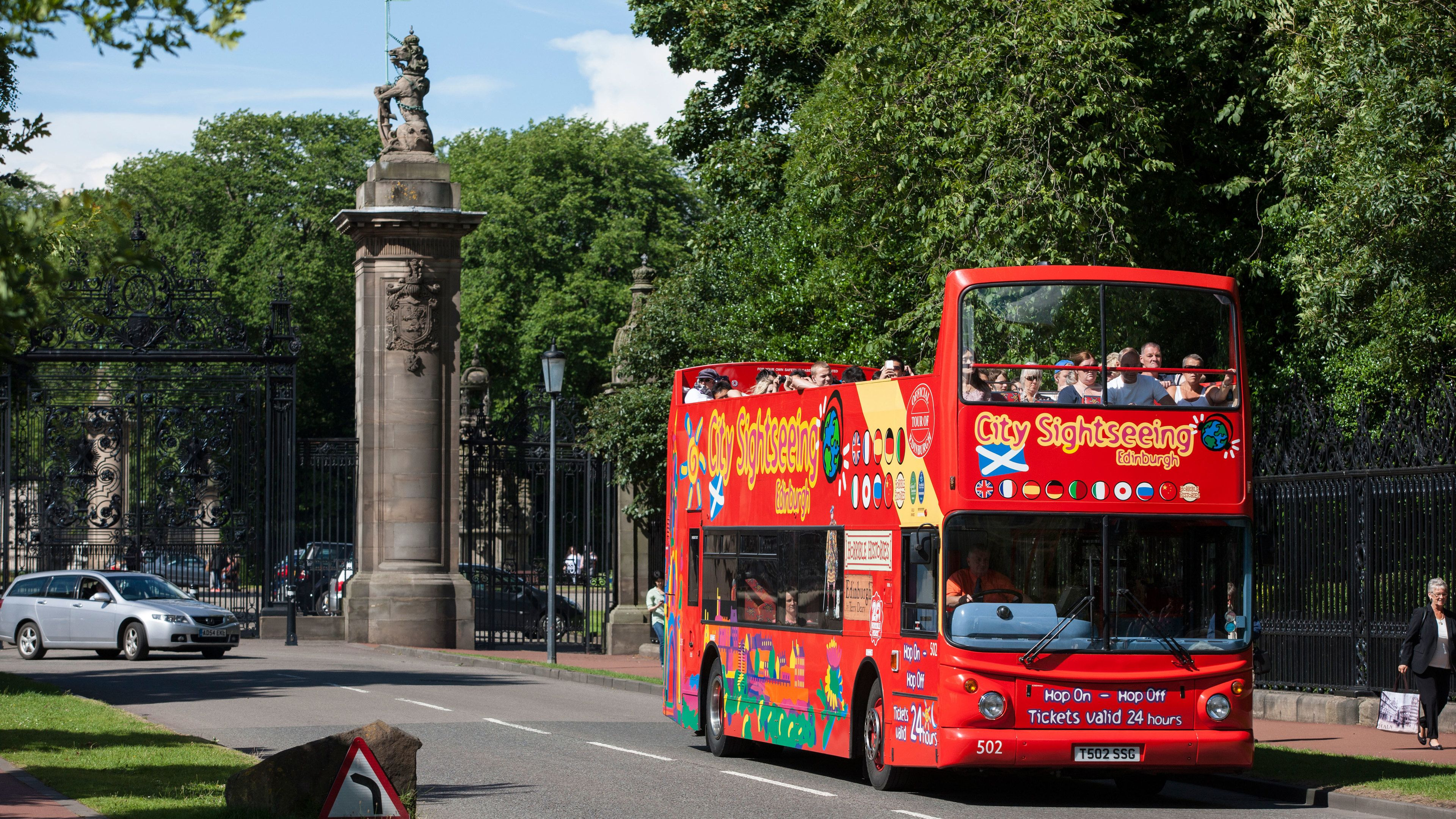 Hop-on-Hop-off-Sightseeing-Bustour durch Edinburgh