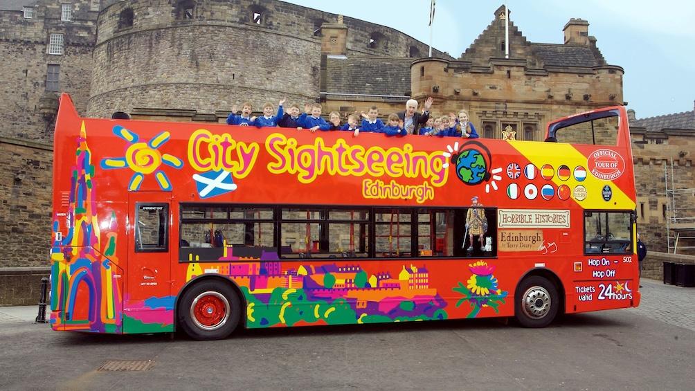Indlæs billede 2 af 10. tour bus in Edinburgh