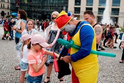 c-fakepath-germany_berlin_storyline_clown_child.jpg