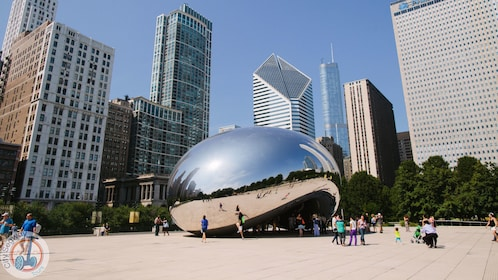 the cloud gate sculpture in chicago