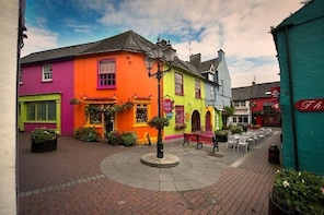 Private luxury tour Cork - Wild Atlantic Way, Kinsale, Timoleague Abbey & m...