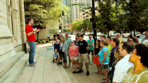 tour guide talking to group on the crime tour in chicago