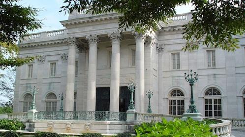 White pillared mansion in Newport