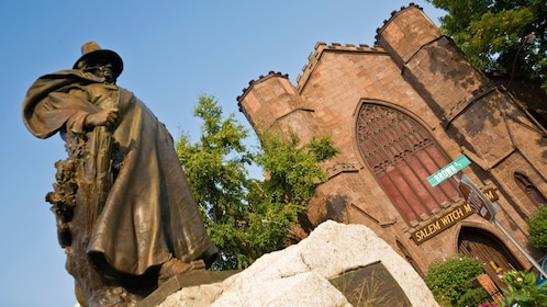 Statue of the founder of Salem in front of the Salem Witch Museum