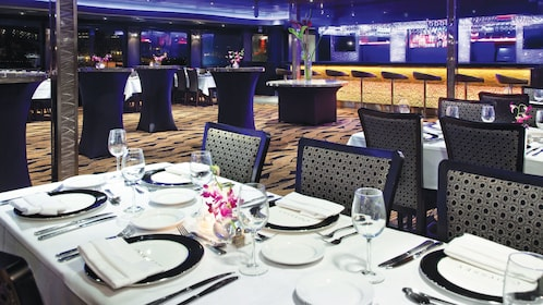 dinning area of cruise ship in chicago