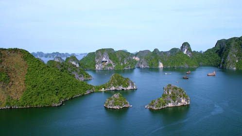 small clusters of island in Vietnam