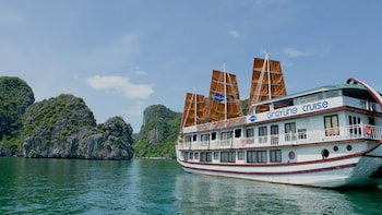 2 Day & 1 Night Halong Bay Boat Cruise
