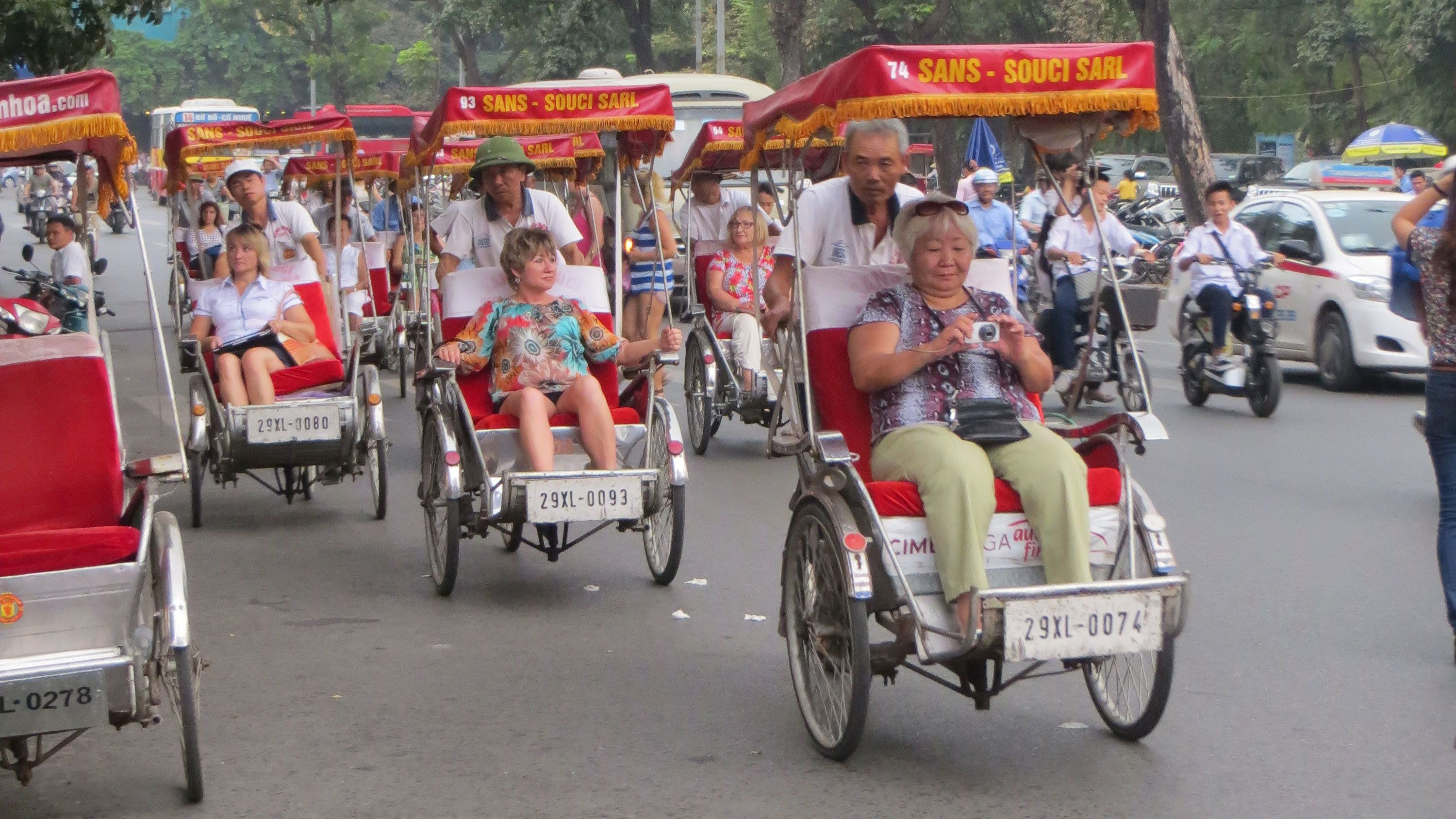 Evening Cyclo Tour with Water Puppet Show