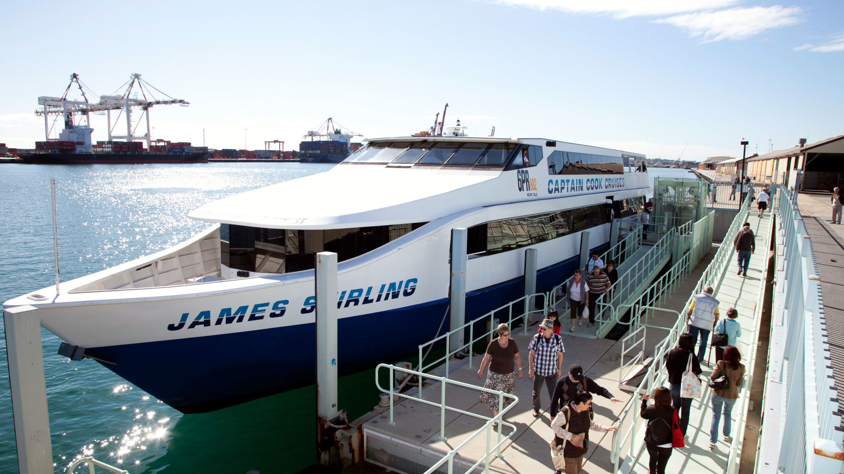 People getting off a cruise ship in Fremantle