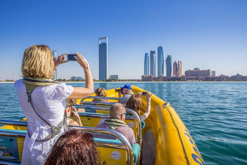 60 Minute Corniche Sightseeing Boat Tour in Abu Dhabi