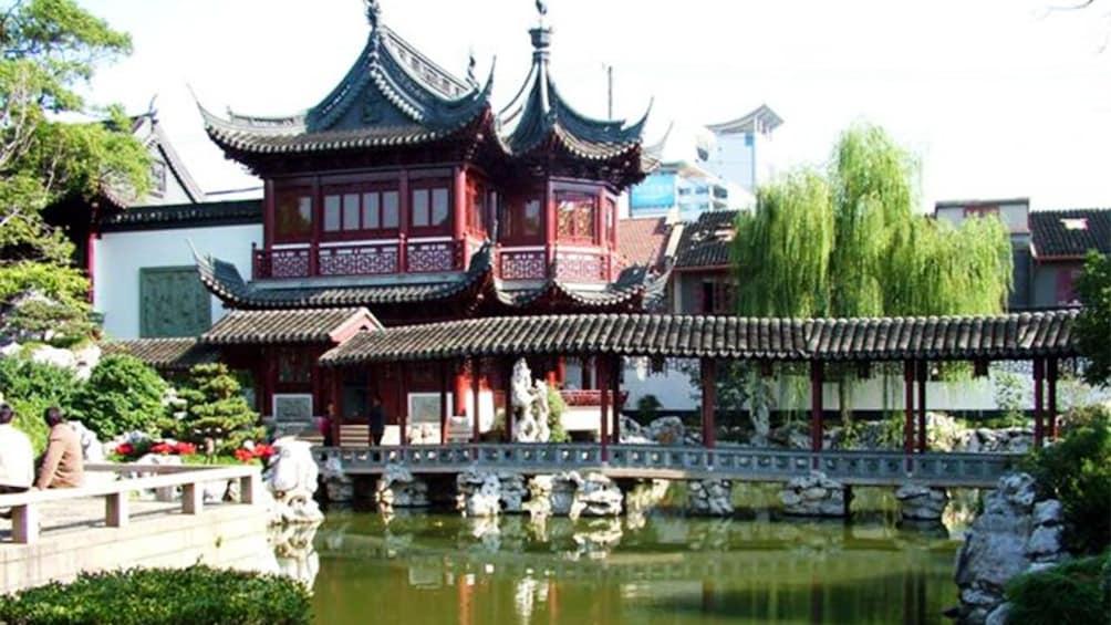 Charger l'élément 2 sur 10. Yu Garden an extensive Chinese Garden in Shanghai
