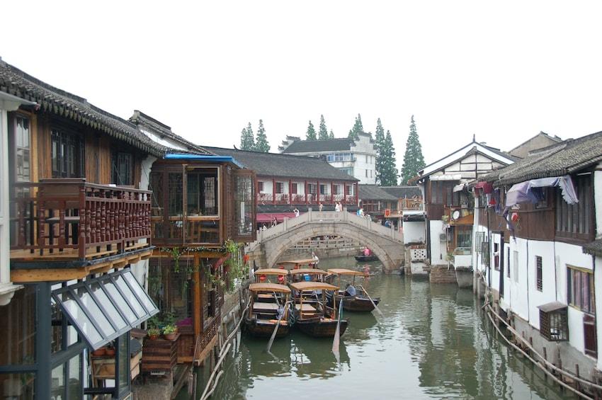 Foto 5 von 10 laden Seven Treasure Town & Zhujiajiao Village Tour