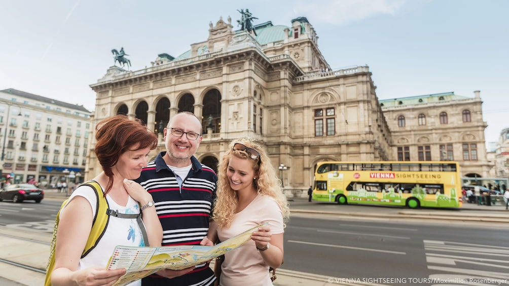 Group looking at map of Vienna
