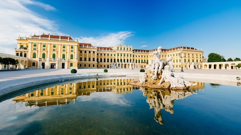 Fountain outside of Schönbrunn Palace in Vienna